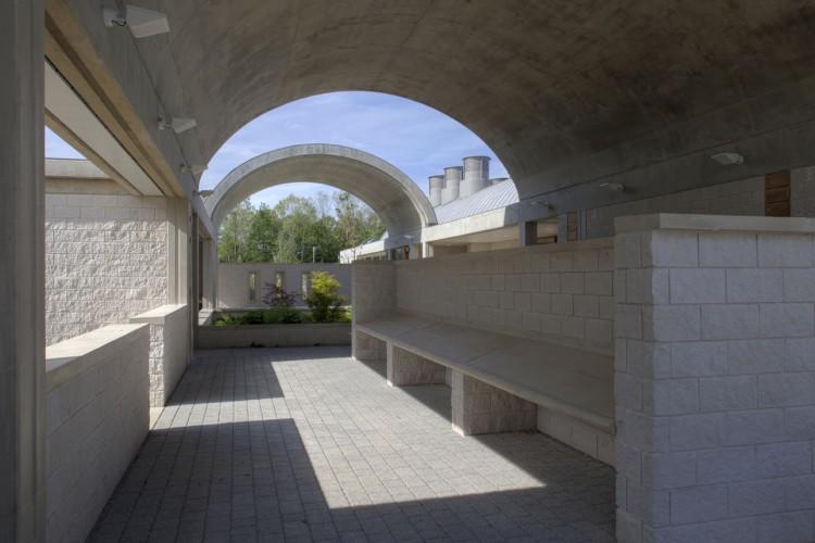 how to get to kingston crematorium